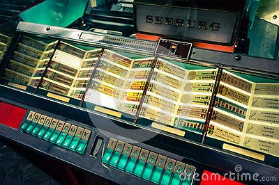 vintage-jukebox-25481107
